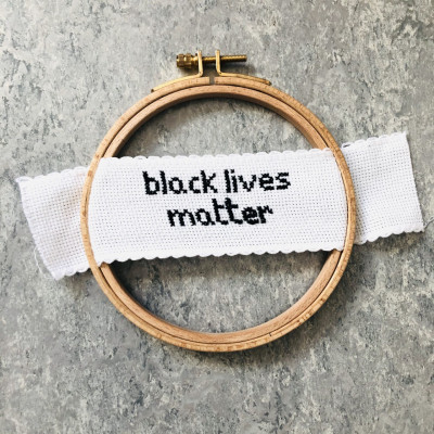 Crossstitch which says black lives matter.